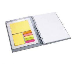 cuaderno a5 con notas adhesivas
